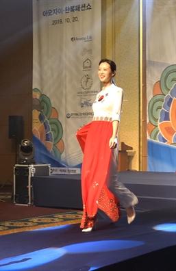 Trien lam, trinh dien ao dai va hoi thao xuc tien thuong mai Viet Nam tai Han Quoc
