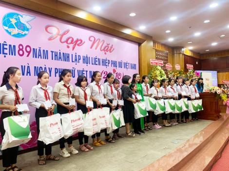 30 nữ sinh biên giới nhận học bổng nữ sinh hiếu học