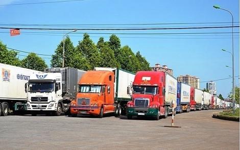 Tìm cách 'giải cứu' 500 xe thanh long bị kẹt tại các cửa khẩu sang Trung Quốc