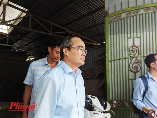 Bi thu Nguyen Thien Nhan thi sat cong trinh vi pham cua 'ong hoi dong'