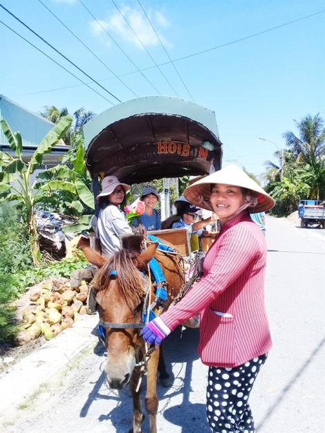 Nữ nài ngựa ở cồn Thới Sơn