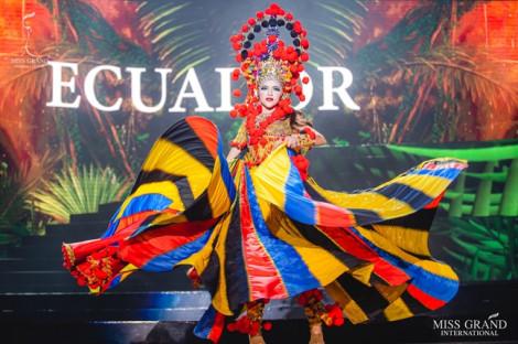 Những trang phục truyền thống lộng lẫy tại 'Hoa hậu Hoà bình Quốc tế 2019'