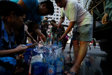 Hà Nội: Nước sông Đà đã ăn uống được nhưng vẫn cấp nước miễn phí hết tháng 10