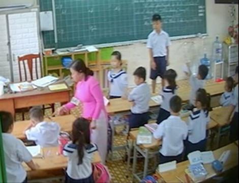 Buộc thôi việc cô giáo đánh học sinh lớp Hai trong clip của phụ huynh