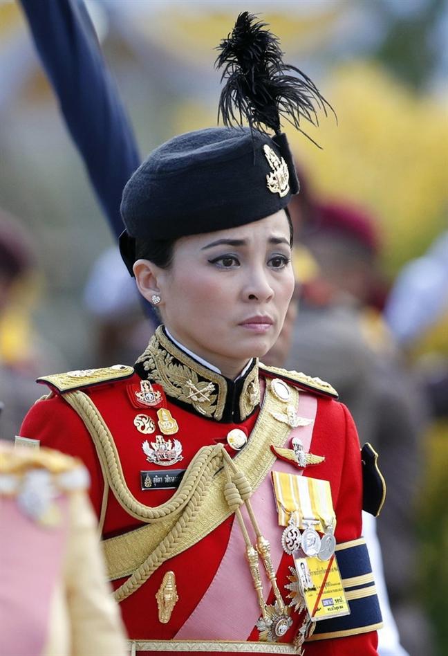 Nhan sac 4 doi vo cua quoc vuong Thai Lan