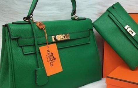 Đấu giá 2 túi xách Hermes vận chuyển lậu với giá khởi điểm hơn 363 triệu đồng