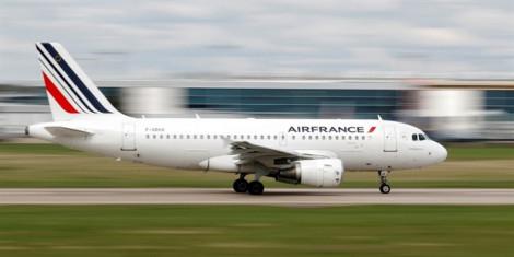 Chuyến bay Air France đáp khẩn cấp khi phát hiện một chiếc điện thoại di động vô chủ