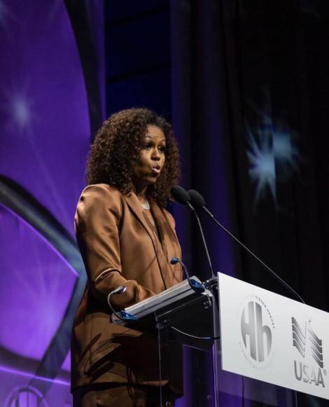 Cựu Đệ nhất phu nhân Mỹ Michelle Obama mặc đồ của NTK Công Trí