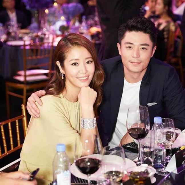 Giua tin don ly hon, Lam Tam Nhu khen chong het muc