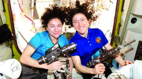Phụ nữ bay vào vũ trụ sẽ chịu những tác động nào?
