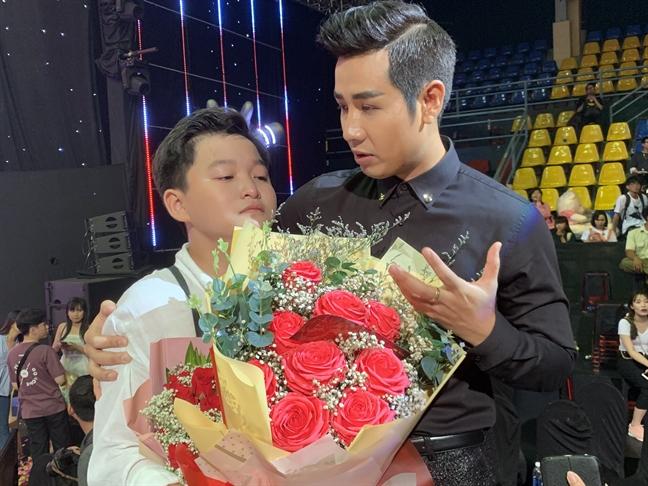 Noi voi nhac si Luu Thien Huong: Khong ai duoc phep dat mot dua tre vao 'song gio'!