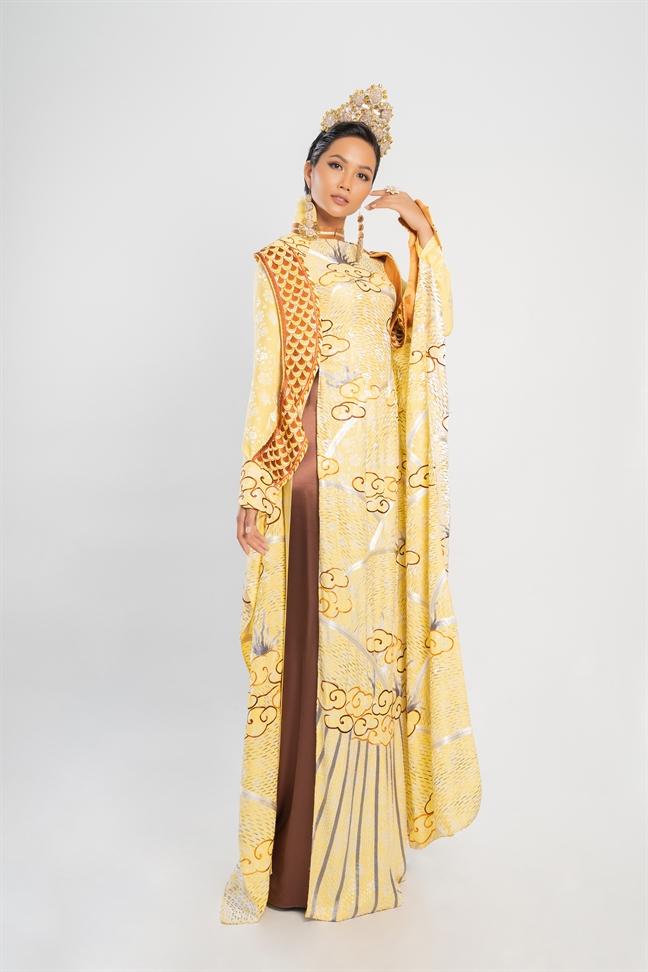 12 my nhan Viet vói nhũng mãu áo dài theo nét rieng 12 tháng của nam