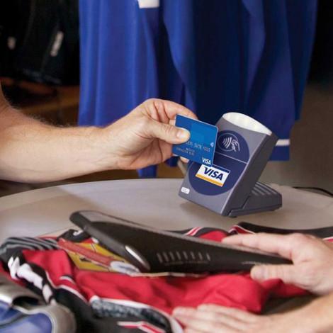 Thẻ ngân hàng chạm hoặc vẫy từ xa khi thanh toán thay thế dần thẻ quẹt
