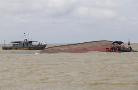 Tàu chìm trên biển, 12 thuyền viên mất tích