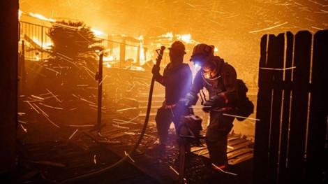 Nhiều đám cháy rừng mới bùng phát ở khu vực Los Angeles