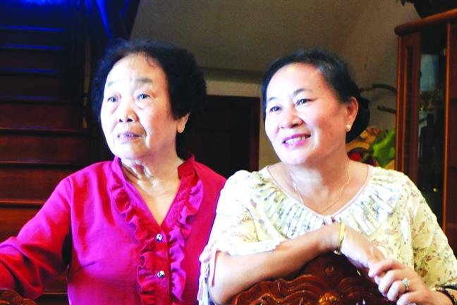 Nguoi phu nu Lao gui ca dan con chau theo hoc o Viet Nam