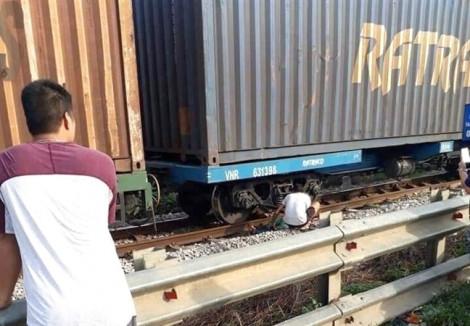 Tàu lửa tông chết nhân viên gác chắn