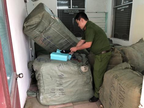Bắt  tại ga tàu hơn 8 tấn hàng nhập lậu từ Trung Quốc