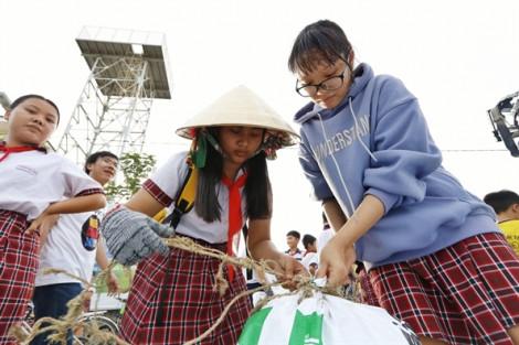 Hàng trăm người xắn tay áo làm sạch đảo Thạnh An