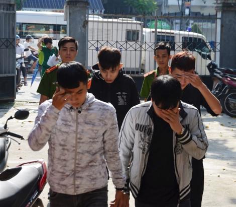 Bốn nam sinh bị khởi tố, bắt tạm giam vì chặn…cảnh sát để cướp