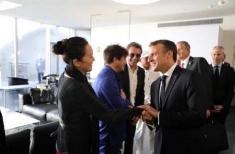 Củng Lợi ăn mặc giản dị trong tiệc đón chào Tổng thống Pháp