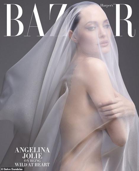 Angelina Jolie gây choáng với bộ ảnh nude ở tuổi 44