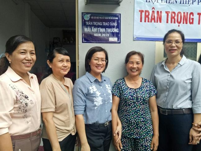 Trao tang mai am thu 108 cho phu nu kho khan.