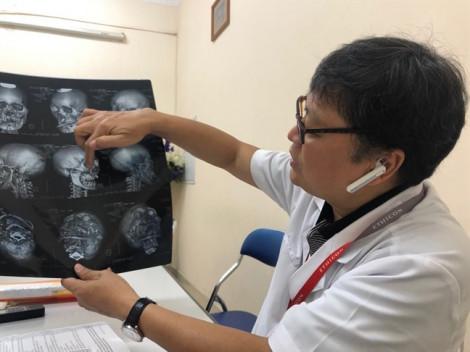 Điều dưỡng đang mang thai bị bệnh nhân giật tóc, đánh vào bụng