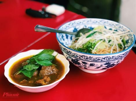 Hít hà món mì bò cay độc nhất thu hút nhiều khách ghé đến tại khu người Hoa