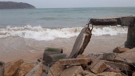 Quảng Ngãi, Bình Định, Phú Yên chạy đua chống bão dữ