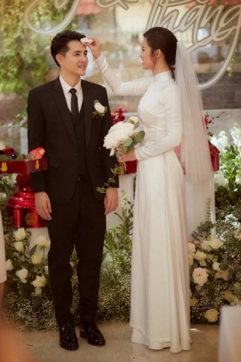 Toàn cảnh trang phục cưới sang trọng của cặp đôi Đông Nhi - Ông Cao Thắng
