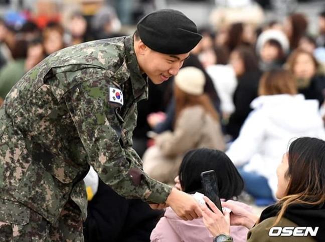 Bo Quoc phong Han Quoc phai chuyen dia diem Taeyang, Daesung xuat ngu de dam bao an toan cho khan gia