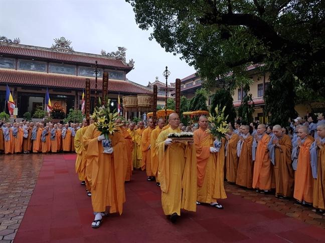 Hue tien biet dai lao hoa thuong Thich Tri Quang trong con mua nang hat