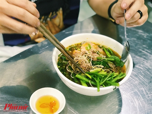 Sai Gon ngay mua lanh, sao khong suoi am bang to bun Thai cay nong?
