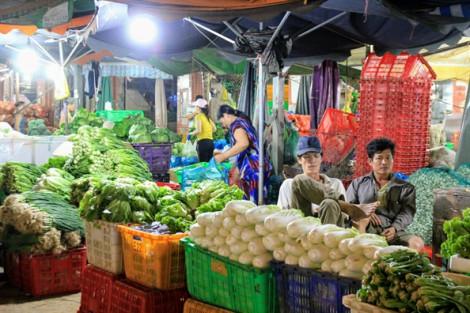 Giá nhiều loại rau củ về chợ TP.HCM tăng gấp đôi do ảnh hưởng bão số 6