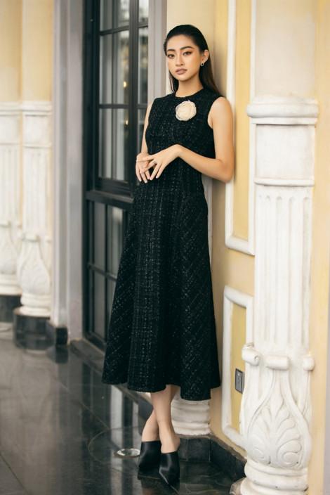 Hoa hậu Thuỳ Linh gợi ý mặc đẹp với trang phục đơn sắc ngày trở lạnh