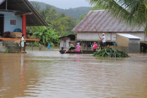 Hàng trăm nhà dân ở huyện Lắk ngập trong biển nước