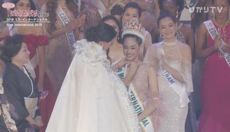 Người đẹp Thái Lan bất ngờ đăng quang Hoa hậu Quốc tế 2019, Tường San dừng chân top 8