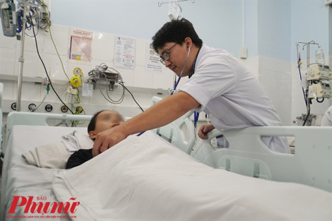 Ba bệnh viện hợp sức cứu bé gái, kịch tính như phim hành động