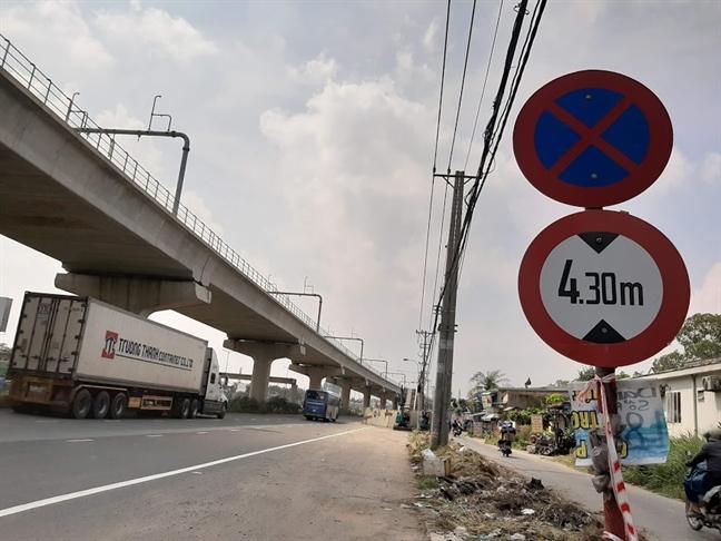 Vu sap dam cau bo hanh: Xe container cao 4,2m sao khong lot cau co tinh khong 4,75m?