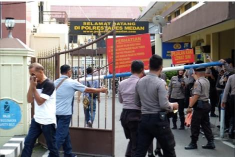 Indonesia: Đánh bom liều chết tại trụ sở cảnh sát khiến 6 người bị thương