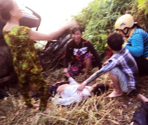 Tông văng 2 nam sinh, tài xế xe tải lẳng lặng bỏ trốn