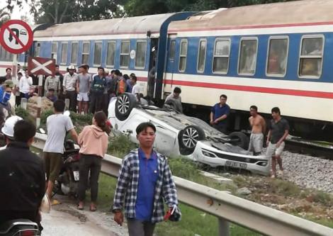 Bị tàu hỏa hất văng khỏi đường ray, nữ tài xế taxi tử vong