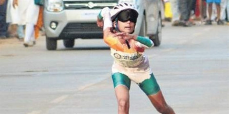 Nữ sinh Ấn Độ lập kỷ lục thế giới mới về trượt patin bịt mắt