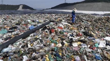 Bãi rác lớn nhất Trung Quốc đầy trước thời hạn 25 năm