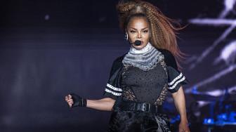 Nghi Janet Jackson hát nhép, khán giả phẫn nộ bỏ về