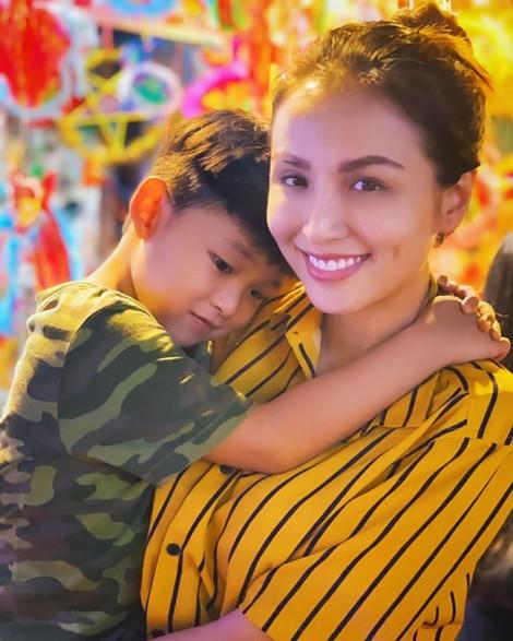 Hoa hậu Diễm Hương từng chọn 'giữ con chứ không giữ mẹ' khi gặp tai biến thai kỳ