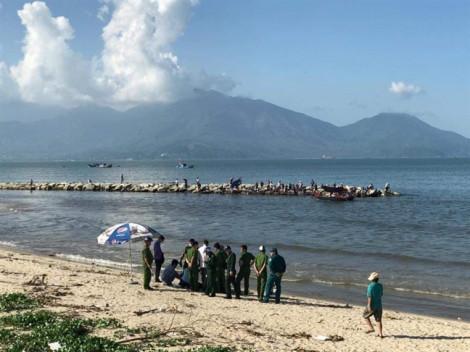 Câu cá gần cửa sông Phú Lộc, phát hiện xác một phụ nữ dạt vào bờ
