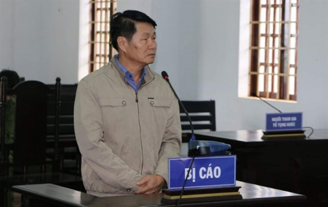 Nguyên phó chủ tịch huyện xẻo đất rừng rồi nhờ người đứng tên sổ đỏ