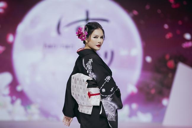 Minh Hang hoa co dau, Ly Nha Ky kin dao trong kimono